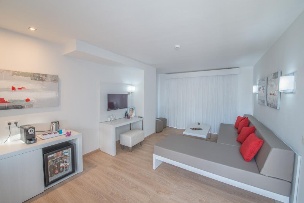 SL-Master-Suite-Salon