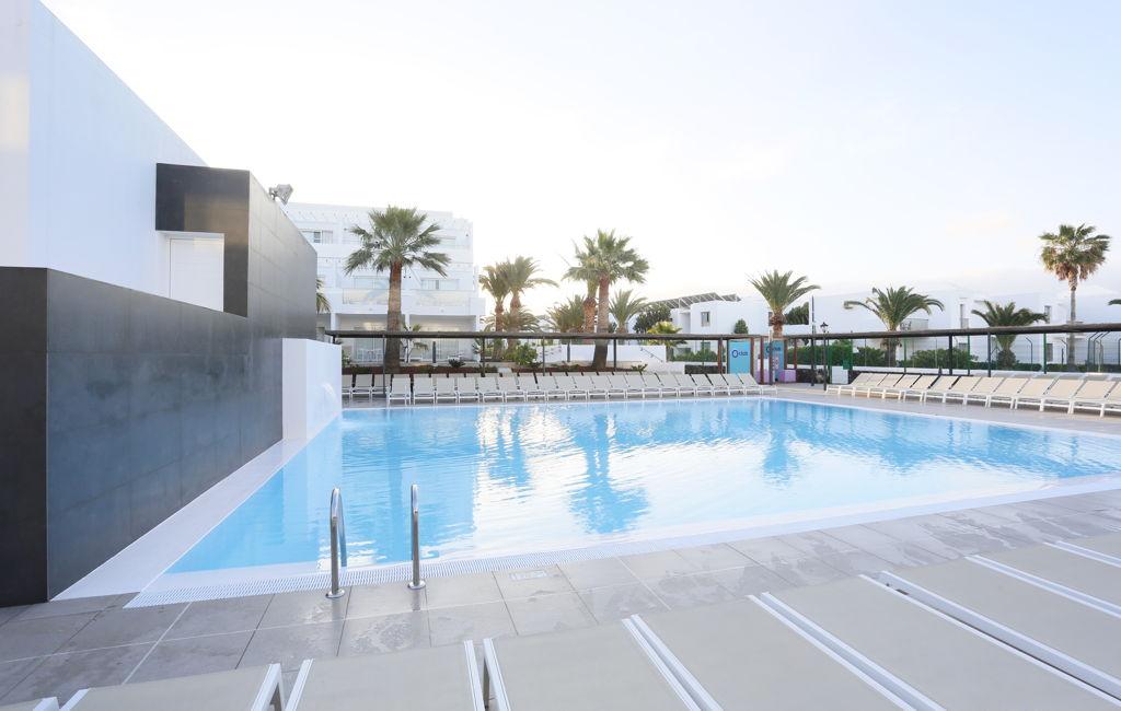 Resort puerto del carmen lanzarote aequora lanzarote suites - Alquiler coche lanzarote puerto del carmen ...